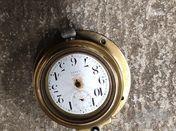 Horloge auto ancetre