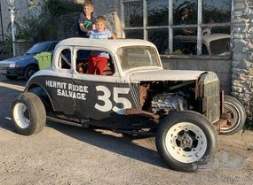 1933 Ford hot rod stock car