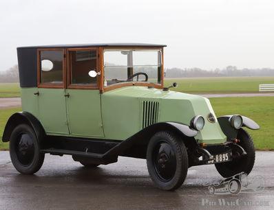 A Vintage Renault, back on the road